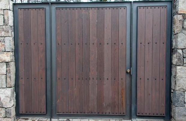 Maderas para portones exteriores almacn puertas rsticas for Puertas y portones de madera