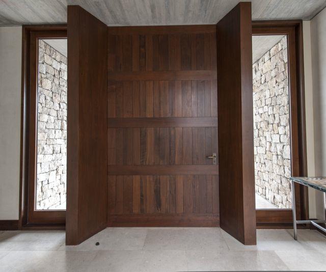 Puertas d madera with puertas d madera puerta castalla for Puertas principales modernas de madera