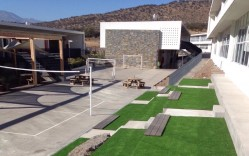 Deck WPC, Pasto Sintético Colegio Craighouse / Integral Design