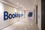 Oficinas Booking en Santiago con Luminaria LED